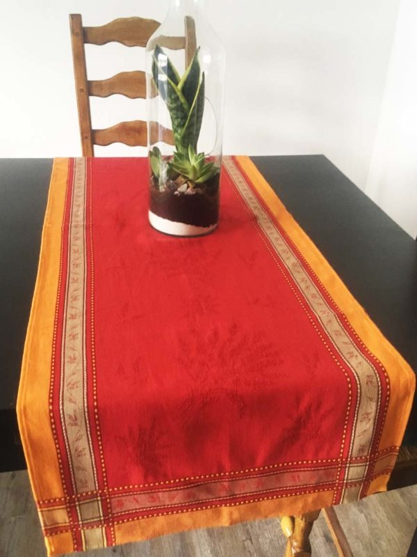 Chemin de table- provence - made in france - jacquard - Sénanque rouge lavande