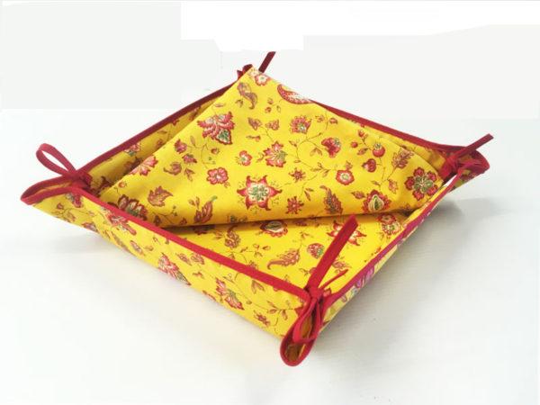 Indienne corbeille jaune - Venez découvrir notre collection INDIENNE. Elle se compose de corbeille ainsi que de serviettes et sets de table. De plus, elle est en promotion.