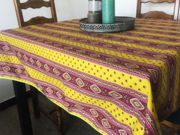 Esterel Promotions - Découvrez notre collection Esterel en promotion. Elles se composent de nappes ainsi que de sets de table également de corbeilles, housses de coussin, sacs baguettes et sets apéro.3