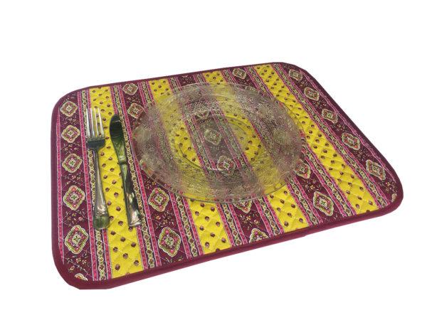Esterel Promotions - Découvrez notre collection Esterel en promotion. Elles se composent de nappes ainsi que de sets de table également de corbeilles, housses de coussin, sacs baguettes et sets apéro.7