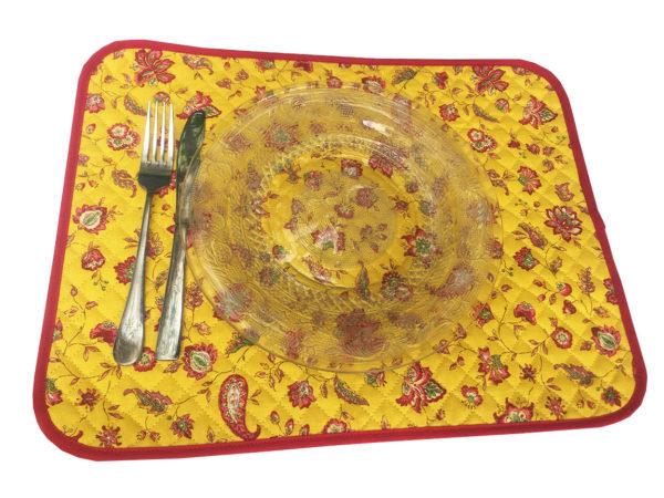 Indienne set de table jaune - Venez découvrir notre collection INDIENNE. Elle se compose de corbeille ainsi que de serviettes et sets de table. De plus, elle est en promotion.