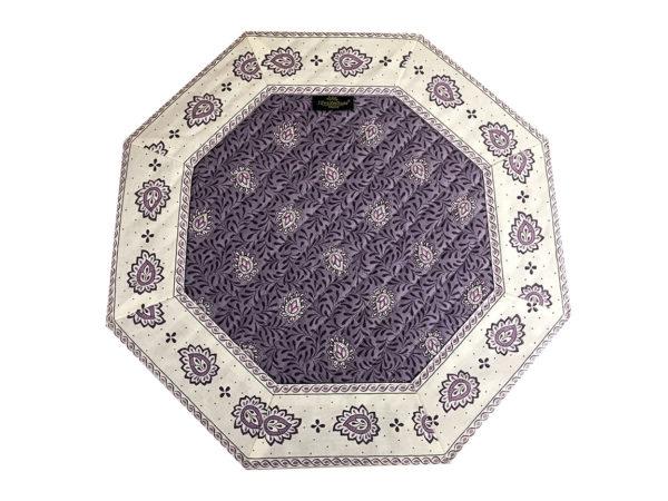 Garlaban Sets de table octo parme Découvrez la collection de sets 100% coton GARLABAN. De plus, nous disposons de 3 modèle de sets : Avec finition biais, cadré et de forme octogonal cadré.