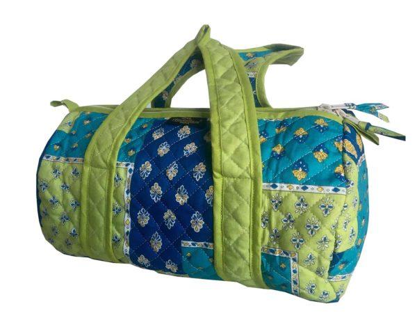 Bagagerie : Vanity et sacs Découvrez notre collection de bagagerie 100% provençale. Vous trouverez vanity, sacs polochon et sacs cabasa associer avec le reste de notre collection. bleu anis sac sac polochon