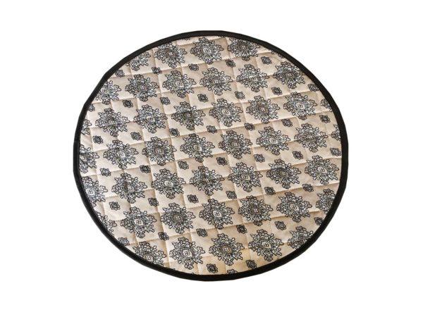 Set de table valdrôme rond avec biais autour avec des mouches provençales, de couleur naturel , beige