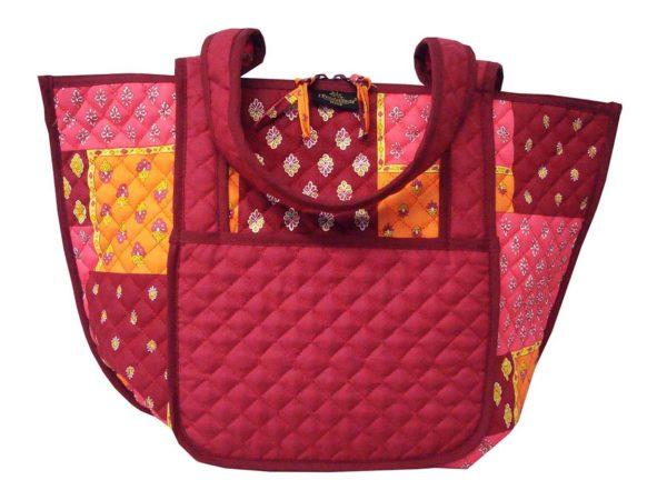 Bagagerie : Vanity et sacs Découvrez notre collection de bagagerie 100% provençale. Vous trouverez vanity, sacs polochon et sacs cabasa associer avec le reste de notre collection. sac Patch orange rose