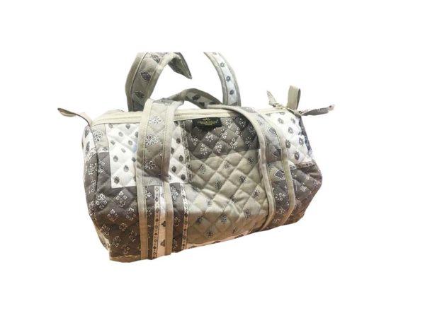 Bagagerie : Vanity et sacs Découvrez notre collection de bagagerie 100% provençale. Vous trouverez vanity, sacs polochon et sacs cabasa associer avec le reste de notre collection. Patch mastic sac polochon