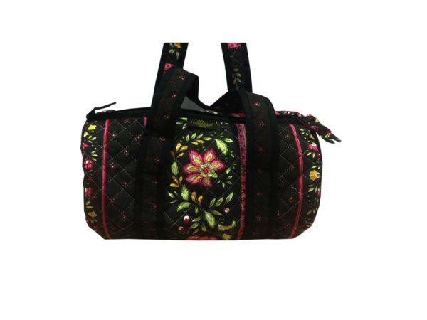 Bagagerie : Vanity et sacs Découvrez notre collection de bagagerie 100% provençale. Vous trouverez vanity, sacs polochon et sacs cabasa associer avec le reste de notre collection. Vence noir sac polochon