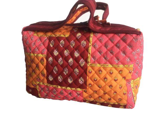 Bagagerie : Vanity et sacs Découvrez notre collection de bagagerie 100% provençale. Vous trouverez vanity, sacs polochon et sacs cabasa associer avec le reste de notre collection. vanity Patch orange rose